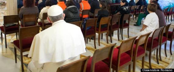 PAPA siede dopo messa